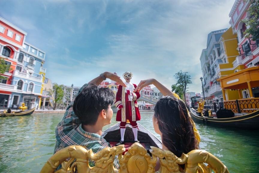 Du ngoạn quần thể nghỉ dưỡng Phú Quốc trên thuyền gondola